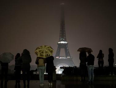 Lampu Menara Eiffel Padam