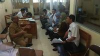 Manajemen RSUD dr Soetomo Surabaya menjelaskan mengenai WNA asal China yang sedang dirawat sejak Minggu, 26 Januari 2020. (Foto Liputan6.com/Dian Kurniawan)
