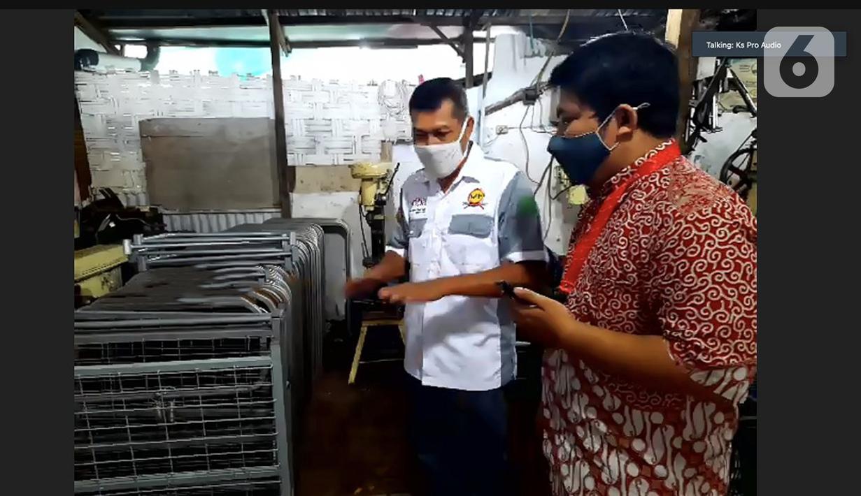Suasana Jelajah Virtual di UMKM binaan Yayasan Dharma Bhakti Astra (YDBA) di UD KS Pro Waru Sidoarjo, Selasa (16/02/2021). Jelajah virtual pada masa pandemi covid-19 untuk melihat kondisi UMKM yang mengalami penurunan hingga kenaikan omset. (Liputan6.com/Pool/YDBA)