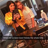 Kylie Jenner dan Blac Chyna pamer keakraban di akun snapchat pribadinya dengan berbagai pose (via instagram.com)