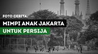 Sejumlah pemain Persija Jakarta U-17 melakukan sesi latihan di Lapangan Banteng, Jakarta, Sabtu (2/7/2017). Anak-anak Jakarta ini bermimpi untuk menjadi pemain Persija kelak. (Bola.com/M Iqbal Ichsan)