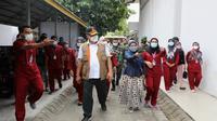 Ketua Satgas Penanganan COVID-19 Ganip Warsito meninjau fasiltias isolasi BPSDM Provinsi Riau di Pekanbaru, Riau, Sabtu (7/8/2021). (Dok BNPB)