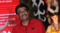 Djarot Saiful Hidayat mentap usai diumumkan menjadi Bakal Cagub Sumatera Utara di Jakarta, Kamis (4/1). Ketua Umum PDIP, Megawati Sukarnoputri resmi menunjuk Djarot maju dalam Pilkada 2018 di Sumatera Utara. (Liputan6.com/Helmi Fithriansyah)