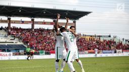 Penyerang timnas Indonesia, Marinus Mariyanto (kiri) bersama rekan-rekan satu tim melakukan selebrasi seusai membobol gawang Timor Leste pada laga ketiga grup B SEA Games 2017 di Stadion Selayang, Malaysia, Minggu (20/7). (Liputan6.com/Faizal Fanani)