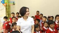 Yuni Shara di sekolah miliknya di Batu, Malang. (dok.Instagram @cahayapermataabadi/https://www.instagram.com/p/B1OoxG8n2B1/Henry)