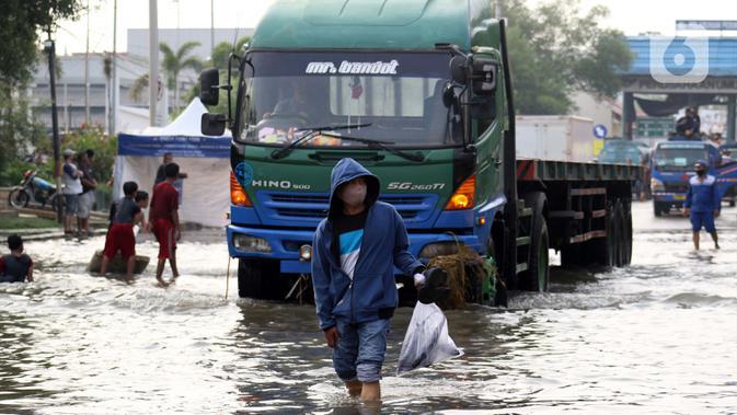 Tanggul Jebol, Ratusan Rumah di Pluit Terendam Banjir Rob
