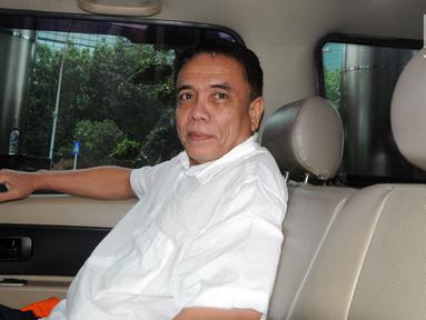 Gubernur Aceh nonaktif Irwandi Yusuf usai menjalani pemeriksaan oleh penyidik di Gedung KPK, Jakarta, Jumat (26/10). Irwandi Yusuf diperiksa sebagai tersangka terkait dugaan suap gratifikasi sebesar Rp 32 miliar. (Merdeka.com/Dwi Narwoko)