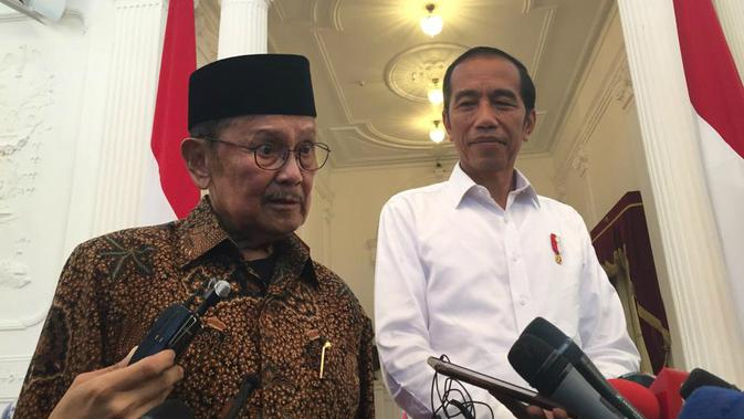 Presiden Jokowi bertemu dengan Presiden ketiga RI BJ Habibie di Istana, Jumat (24/5/2019). (Merdeka.com/Intan Umbari)