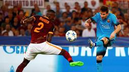 Aksi Lionel Messi saat melawan AS Roma dalam laga Grup E Liga Champions di Stadion Olimpico, Kamis (17/9/2015) dini hari WIB. (Reuters/Tony Gentile)