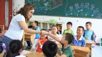 Kamu yang berkewarganegaraan Indonesia bisa mengambil kursus TEFL untuk mengajar bahasa Inggris sebagai bahasa kedua.   Sumber Foto: enflyeducation.com