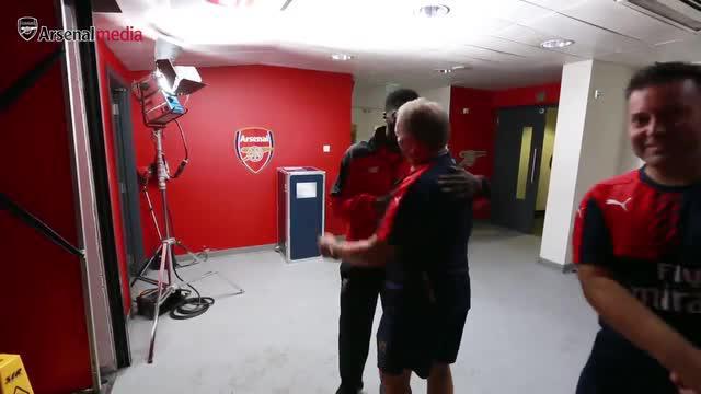 Di balik rivalitas Arsenal vs Liverpool di Liga Premier Inggris, terselip persahabatan antara Kolo Toure dengan beberapa pemain Arsenal yang menjadi eks rekan setimnya dahulu.