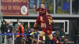 Penyerang AS Roma, Stephan El Shaarawy melakukan selebrasi usai mencetak gol ke gawang CSKA Sofia pada pertandingan grup C Liga Europa di Stadion Olimpiade Roma, Jumat (17/9/2021). AS Roma menang telak atas CSKA Sofia 5-1. (AP Photo/Andrew Medichini)