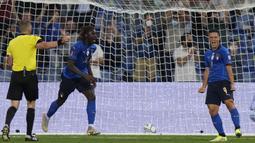 Kean berhasil menyumbangkan dua gol Gli Azzurri ke gawang Lithuania. Dirinya juga secara terus menerus lancarkan serangan sehingga menjadi momok menakutkan bagi lini belakang Lithuania. (Foto: AP/Luca Bruno)