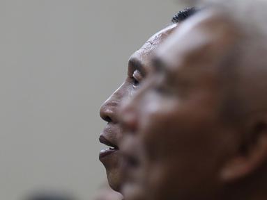 Sekertaris Jenderal Komite Olahraga Nasional Indonesia (KONI) Ending Fuad Hamidy saat jalani sidang perdana sebagai terdakwa di Pengadilan Tipikor, Jakarta, Senin (11/3). Sidang mengagendakan pembacaan Surat Dakwaan. (Liputan6.com/Johan Tallo)