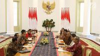 Suasana pertemuan Presiden Joko Widodo dan pimpinan KPK di Istana Bogor, Jawa Barat, Rabu (4/7). Pertemuan tersebut untuk membahas Rancangan Kitab Undang-undang Hukum Pidana (RKUHP). (Liputan6.com/Angga Yuniar)