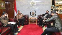 Ketua MPR RI Bambang Soesatyo menerima Rektor UNNES, di Ruang Kerja Ketua MPR RI, Jakarta, Senin (19/10/20).