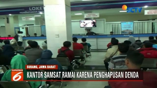 Pajak Kendaraan Bemotor (PKB) dan BBNKB dihapus pemerintah Provinsi Jawa Barat, warga serbu kantor Samsat.