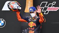 Pembalap KTM, Pol Espargaro, mengaku tak menyangka bisa bersaing di posisi terdepan hingga akhirnya finis ketiga di MotoGP Styria. (AFP/Joe Klamar)