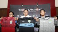 Persela Lamongan meluncurkan tiga jersey baru. (Bola.com/Dok Persela)