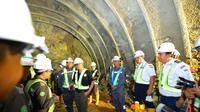 Menteri Ketenagakerjaan M Hanif Dhakiri meninjau langsung proyek pembangunan Notog BH 1440 di Purwokerto, Jawa Tengah. (Istimewa)
