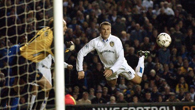 Mark Viduka (Leeds United) - Viduka mencatatkan waktu 11,90 detik ketika membobol gawang Charlton Athletic di laga Premier League pada Maret 2001. (AFP/Paul Barker)