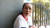 Vera Tobing terus berupaya menempuh berbagai cara agar dapat berkomunikasi dengan keluarganya usai gempa dan tsunami di Palu Sulawesi Tengah. Foto (Liputan6.com / Panji Prayitno)