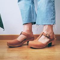 Kerap disebut sebagai 'ugly shoes' namun clogs kembali hadir memeriahkan musim panas ini.