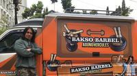 """Agung Hercules salah seorang pesohor yang bisnis bakso. Ia menamakan baksonya """"Bakso Barbel"""" (Dok.Instagram/@agungnhercules88/https://www.instagram.com/p/Bn5gaH0AoXr/Komarudin)"""