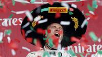 Ekspresi Nico Rosberg setelah menjuarai F1 GP Meksiko di Sirkuit Autodromo Hermanos Rodriguez, Senin (2/11/2015) dini hari WIB. (Reuters/Edgard Garrido)