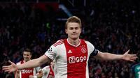Bek Ajax Amsterdam, Matthijs de Ligt, merupakan satu di antara pemain yang diburu sejumlah klub-klub besar Eropa pada musim panas tahun ini. (AFP/Adrian Dennis)