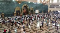 Suasana Salat Jumat di Masjid Islamic Center Samarinda.