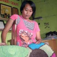 Irma Suryati Penyandang Cacat yang Sukses Jadi Pengusaha Keset | foto : facebook