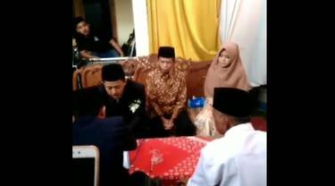 Viral, pernikahan sepasang mempelai dengan mahar sandal jepit. (Foto: Liputan6.com/Istimewa/Muhamad Ridlo).