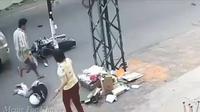 Pria langkahi korban kecelakaan tiga kali (@SBKCF)