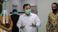 Kunjungan Menteri Kesehatan RI Terawan Agus Putranto ke Fasilitas Produksi PT Kimia Farma Sungwun Parmacopia pada 10 Septemper 2020. (Kementerian Kesehatan RI)