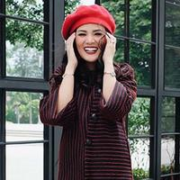 Beberapa hari belakangan ini fashion unik Nindy Ayuda sedang menjadi sorotan publik. Mulai dari mengenakan piyama ke sebuah pesta hingga anting yang berbentuk botol minuman dan bungkus ciki. (Instagram/nindyparasadyharsono)