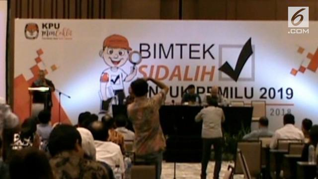 Menyusul dugaan menerima suap dari salah satu pasangan calon, Komisi Pemilihan Umum Republik Indonesia, memberhentikan anggota KPU Kabupaten Garut, Jawa Barat, Ade Sudrajat