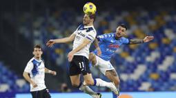 Pada laga ini sang tamu lebih banyak menekan pertahanan Napoli melalui dua penyerang andalan mereka yaitu Luis Muriel dan Duvan Zapata. (Alessandro Garofalo/LaPresse via AP)