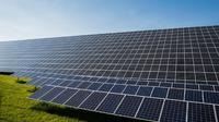 Ilustrasi ladang panel surya sebagai bagian dari pengadaan energi terbarukan. (Sumber Pixabay)