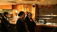 Menteri Pemberdayaan Perempuan dan Perlindungan Anak Yohana Yembise menerima kunjungan Wapres Iran Bidang Wanita dan Urusan Keluarga, Y.M. Dr. Masoumeh Ebtekar di Hotel Borobudur, Jakarta, Selasa (1/5) malam. (Liputan6.com/Loop/Humas Kemen PPPA)