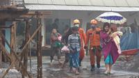 Tim SAR gabungan telah mengevakuasi 75 warga Dusun Sumbersari, Desa Supiturang, Kecamatan Pronojiwo, Kabupaten Lumajang, Jawa Timur.  (Foto: Dok Istimewa)