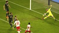 Amadou Haidara dari Leipzig mencetak gol kedua timnya selama pertandingan sepak bola grup H Liga Champions antara RB Leipzig dan Manchester United di RB Arena di Leipzig, Jerman, Selasa, 8 Desember 2020. (Foto AP / Matthias Schrader)