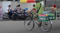 Kisah penjual takjil di Gorontalo, puluhan tahun mengais rezeki dengan sepeda ontel. (Liputan6.com/Arfandi Ibrahim)