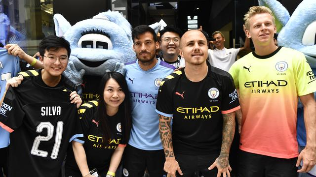 Saat Pemain Manchester City Sapa Penggemarnya di Hong Kong