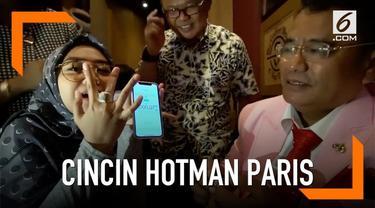 Merayakan 9 juta pengikutnya di Youtube, Ria Ricis dapat hadiah cincin Rp 9 miliar dari pengacara kondang, Hotman Paris Hutapea.