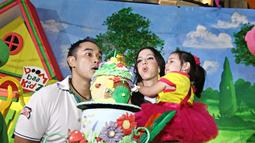 Saat merayakan ulang tahun sang buah hati, Nia Ramadhani dan Ardie Bakrie sepakat untuk menggelar pesta sederhana di Kidzania, Pacific Place, Jakarta Pusat, Kamis (5/6/2014) (Liputan6.com/Faizal Fanani).