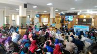Calon jamaah haji mengantre pembuatan paspor di Kantor Imigrasi Cilacap, Jawa Tengah, 2017 lalu. (Foto: Liputan6.com/Muhamad Ridlo)