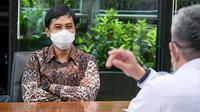 Wakil Menteri Kesehatan RI Dante Saksono Harbuwono menyaksikan penandatanganan COVAX Vaccine Request Form B bersama Menteri Keuangan Sri Mulyani pada 7 Januari 2021. (Dok Kementerian Kesehatan RI)