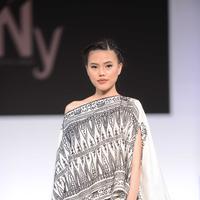 NY by Novita Yunus menampilkan koleksi Toraja Karboro di Jakarta Fashion Week 2019. (Bayu Herdianto/KLY)