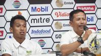 Pelatih Persebaya Surabaya Djadjang Nurdjaman (kanan) memberi keterangan setelah mengalahkan Persib Bandung pada lanjutan Piala Presiden 2019. (Liputan6.com/Huyogo Simbolon)